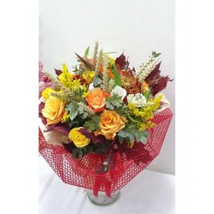 Μπουκέτο με κίτρινα, πορτοκαλί τριαντάφυλλα και άλλα