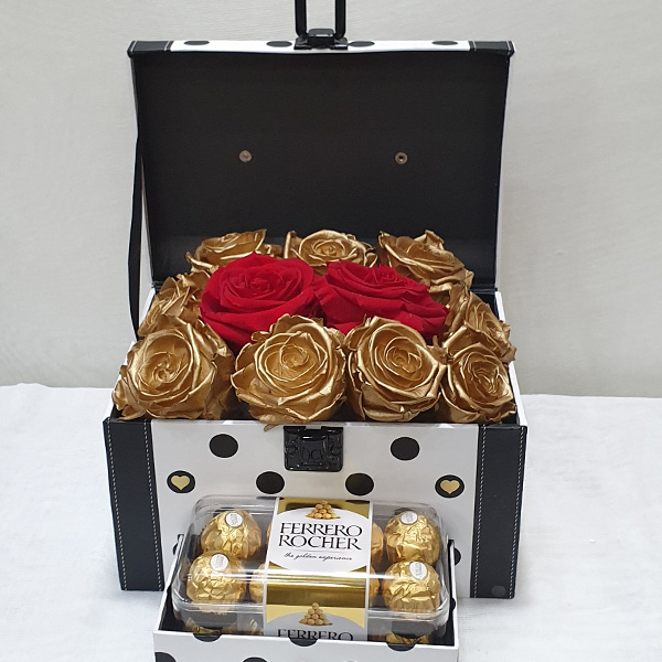 Surprise Box με σοκολατάκια & forever roses κόκκινα & χρυσά