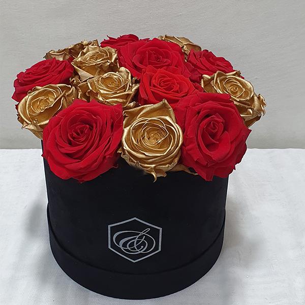 Στρογγυλό βελούδινο κουτί με forever roses κόκκινα & χρυσά