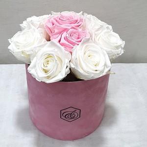 Στρογγυλό βελούδινο κουτί με forever roses λευκά & ροζ