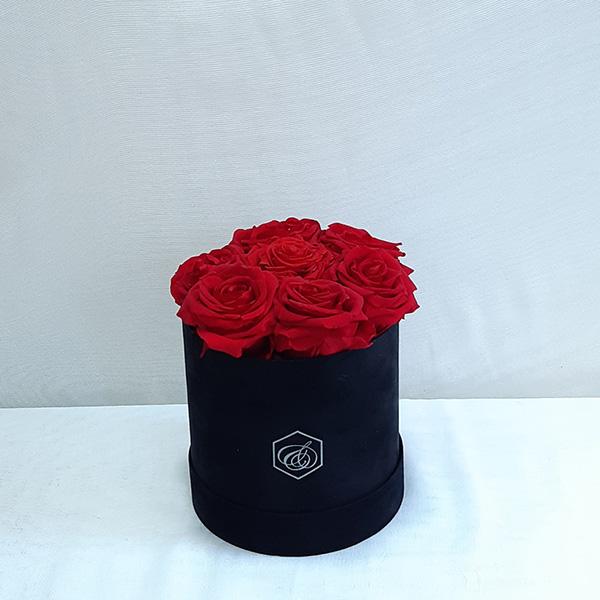 Στρογγυλό βελούδινο κουτί με forever roses