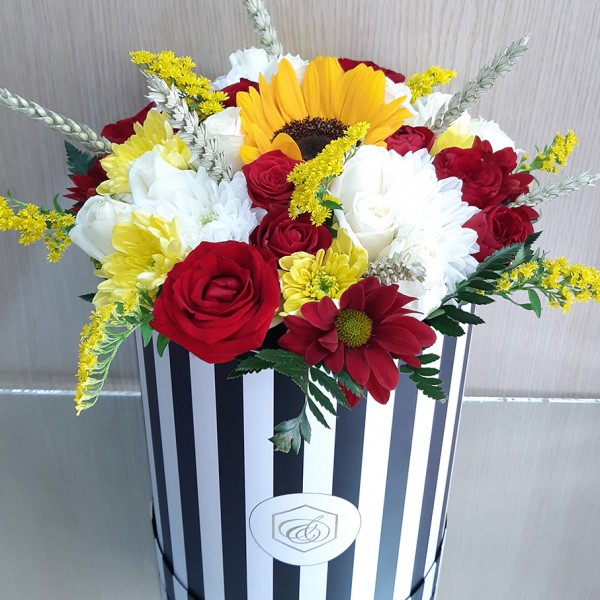 Ψηλό κουτί με λουλούδια εποχής