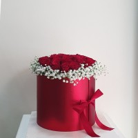 κοκκινα τριανταφυλλα  σε κουτι καπελιερα