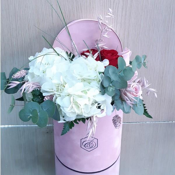 Στρογγυλό βελούδινο κουτί με ορτανσία & τριαντάφυλλα