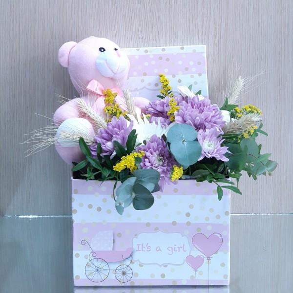 Κουτί με λουλούδια για νεογέννητο κοριτσάκι