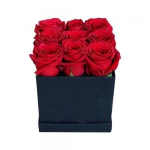 κοκκινα τριανταφυλλα  σε κουτι