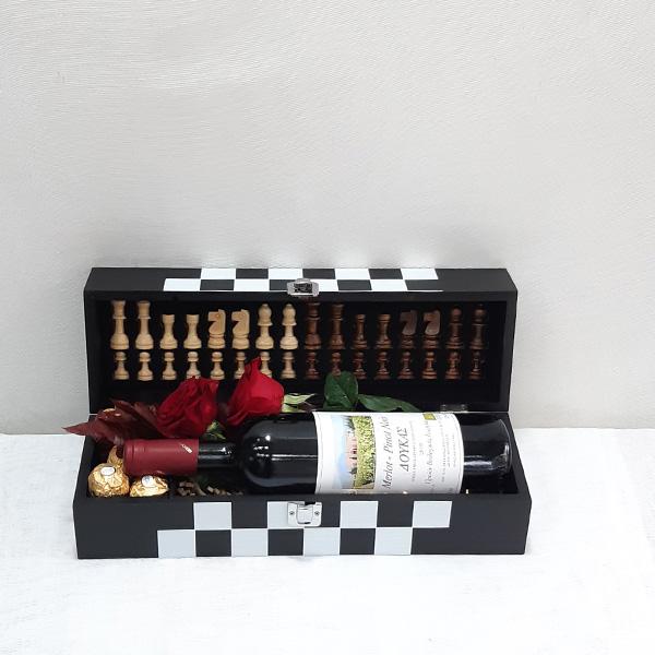 Σκακιέρα με ποτό, λουλούδια & σοκολατάκια