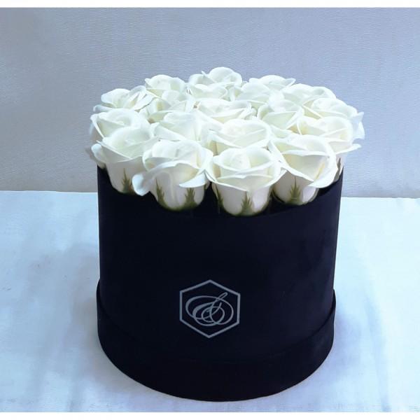 λευκά τριανταφυλλα  σε κουτι καπελιερα